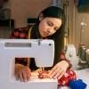 Rrobaqepesi Laura Kerkon te punesoje 2 Rrobaqepese