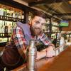 KAMARIER/BANAKIER Safari Bar Kërkon të punësojë